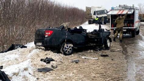 На заснеженных воронежских дорогах произошли две смертельные аварии
