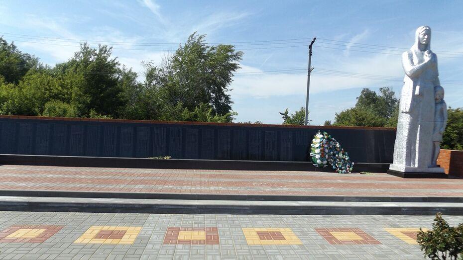 В лискинском селе отремонтировали мемориал памяти павших сельчан