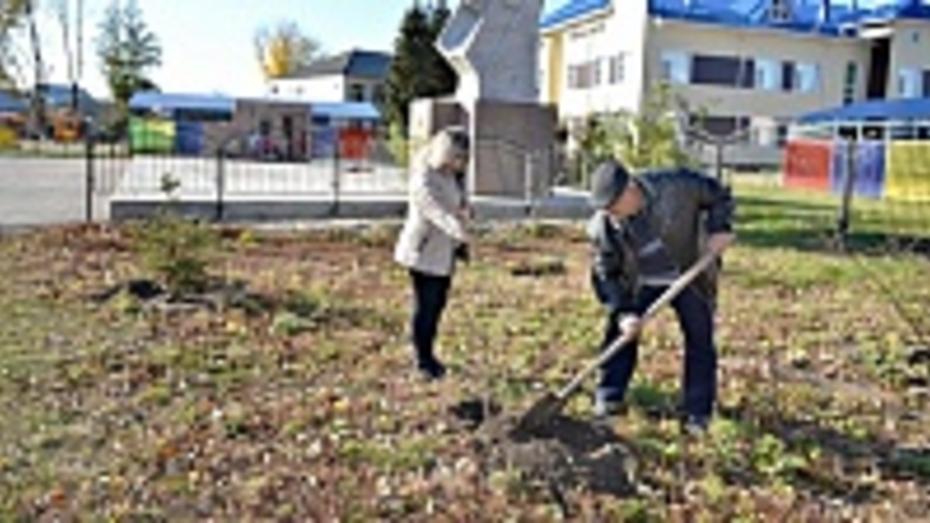 В Лискинском районе высадили «именные» деревья