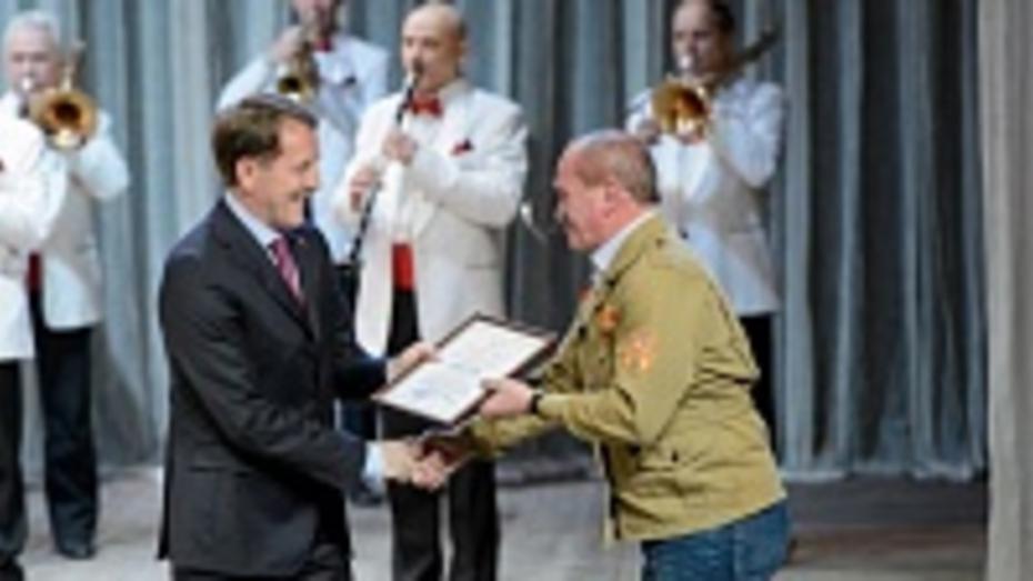 Ветераны воронежских стройотрядов получили областные награды