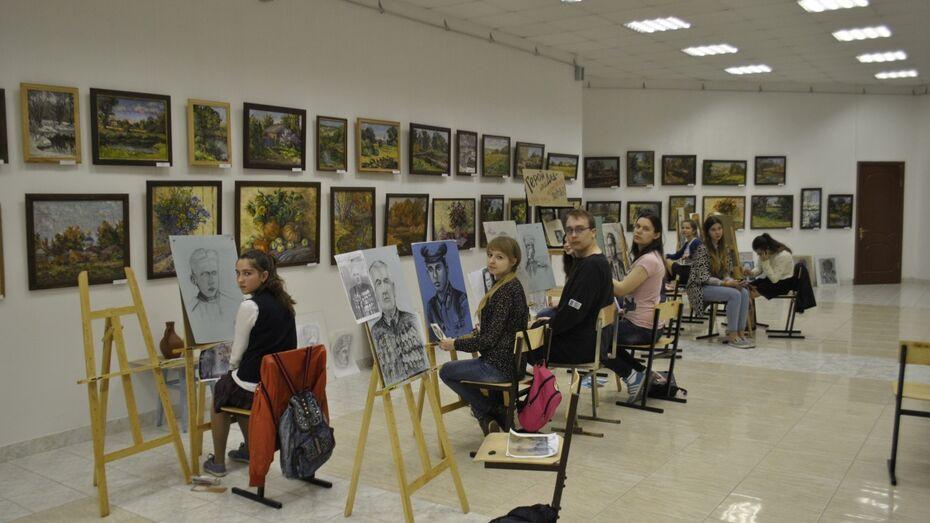Лискинские дети впервые нарисовали портреты прадедов накануне Дня Победы
