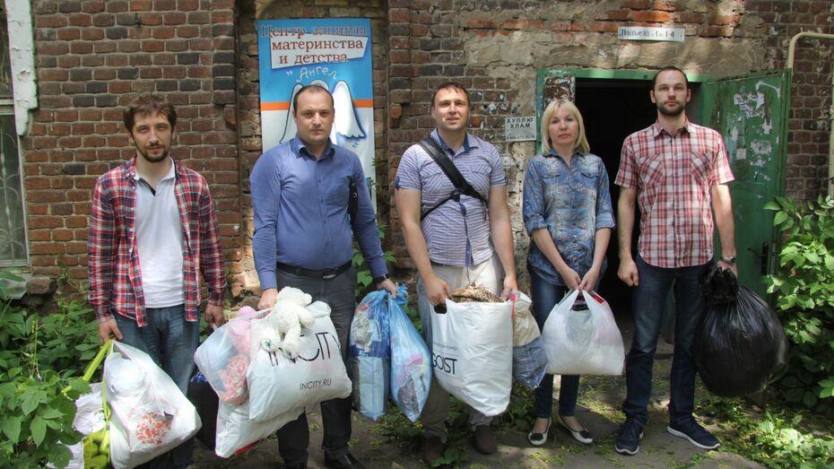 Сотрудники «РВК-Воронеж» собрали игрушки для подопечных Центра охраны материнства