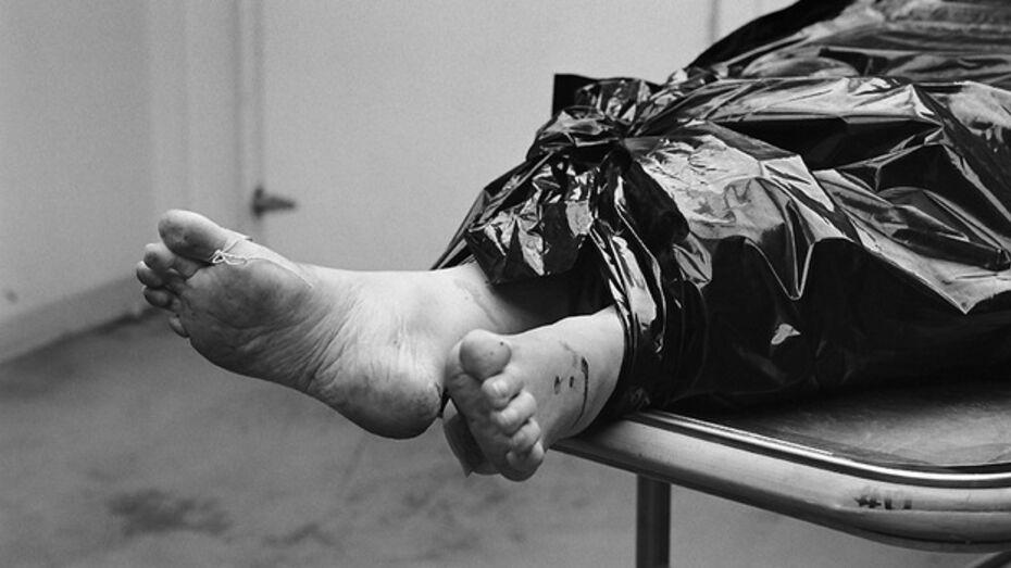 40-летний воронежец поскользнулся у себя в подъезде, ударился головой и умер