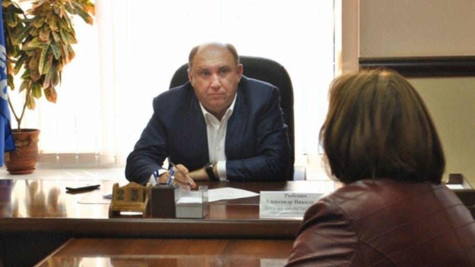 В Воронежской области неизвестные в масках ворвались в дом депутата и пытали его утюгом