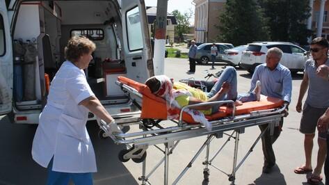 В Ольховатке мотоциклистка попала под колеса авто