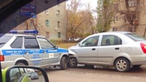 В Воронеже на Димитрова полицейские столкнулись с автоледи на китайской Chery