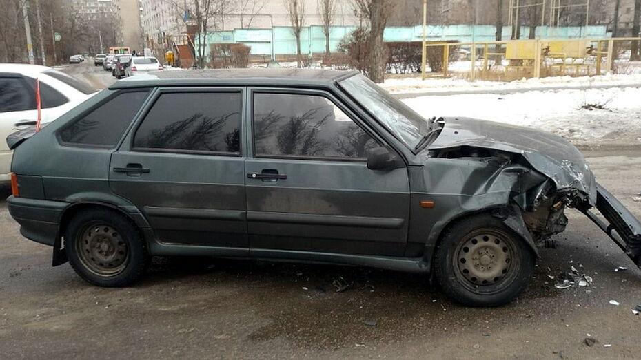 Женщина и 12-летний мальчик пострадали в ДТП в Воронеже