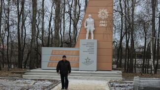 В таловском поселке Казанка реконструировали памятник землякам-фронтовикам