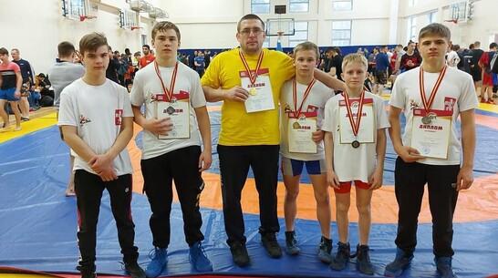 Эртильцы выиграли 2 «золота» первенства Курской области по вольной борьбе