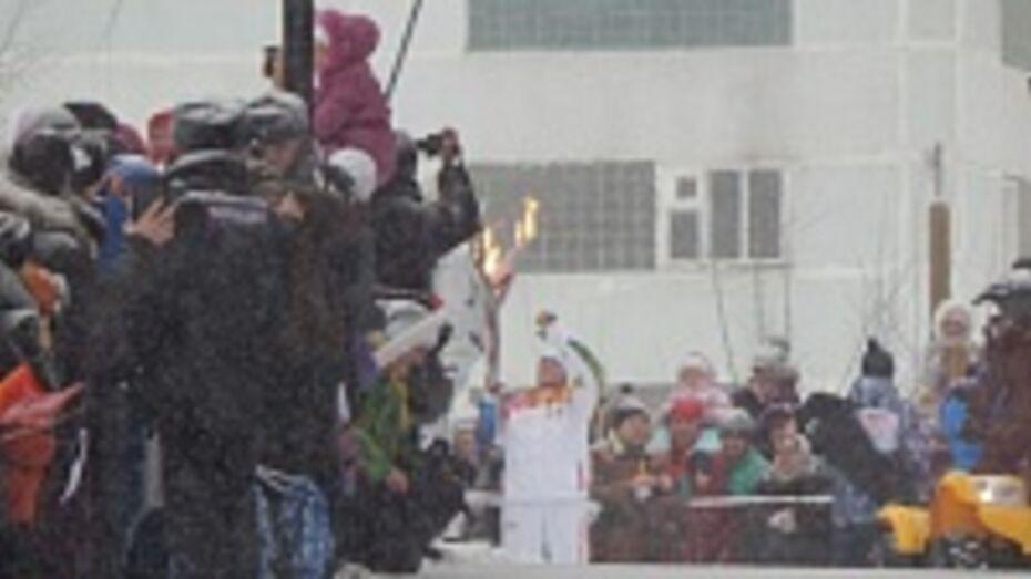 Эстафета олимпийского огня в Воронеже взяла паузу в «Алых Парусах»