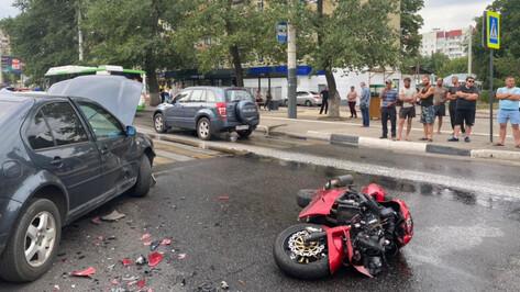 В Воронеже в ДТП разбился 21-летний мотоциклист