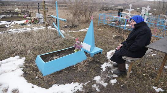 Общий памятник. Почему воронежская пенсионерка 20 лет ухаживает за безымянной могилой