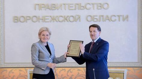 Ольга Голодец вручила воронежскому губернатору сертификат «Культурная столица СНГ»