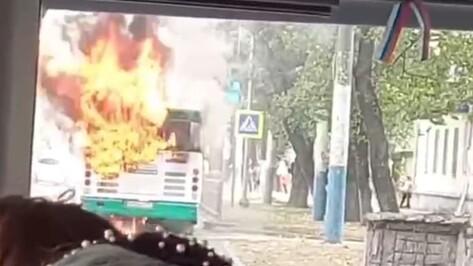 В Воронеже на улице Богдана Хмельницкого загорелся автобус №90