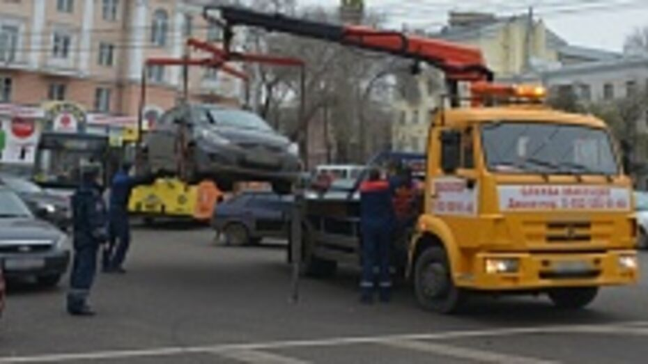 С весны улицы Воронежа будут массово очищать от неправильно припаркованных машин