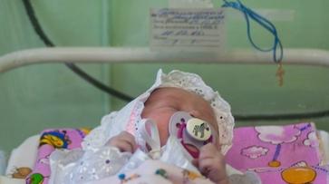 Спасенная из выгребной ямы малышка обрела семью в Воронежской области