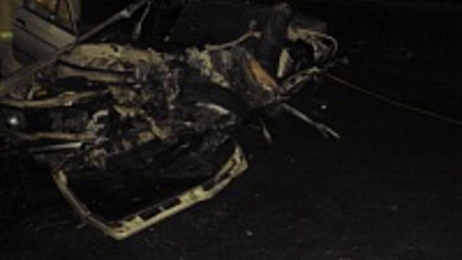 На трассе М-4 «Дон» под Павловском автобус врезался в «шестерку»: два человека погибли