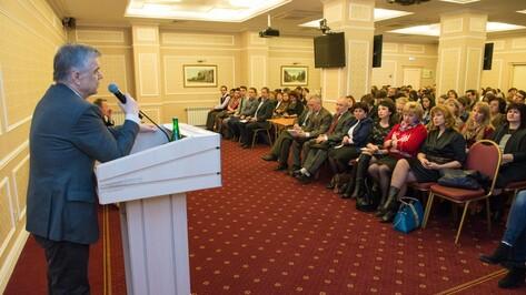 Экономист Руслан Хасбулатов назвал пути выхода из кризиса на лекции в Воронеже