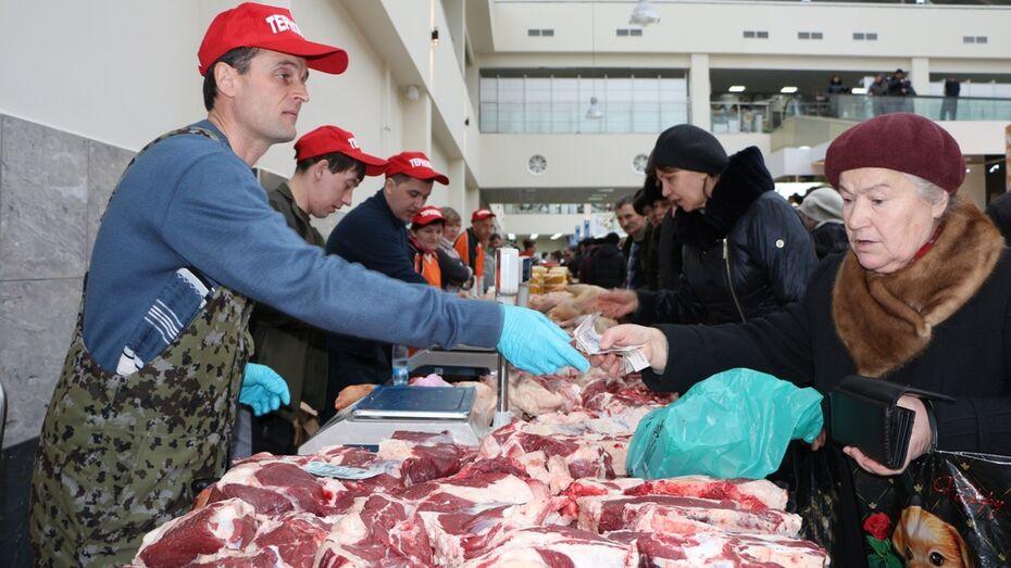 Терновские аграрии накормили воронежцев мясом и медом