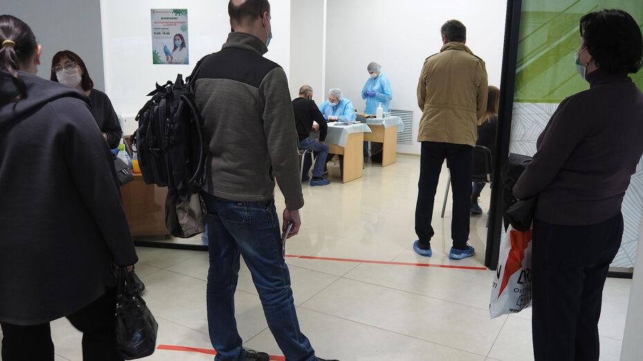 Воронежский губернатор рекомендовал дать привившимся от ковида работникам лишний выходной