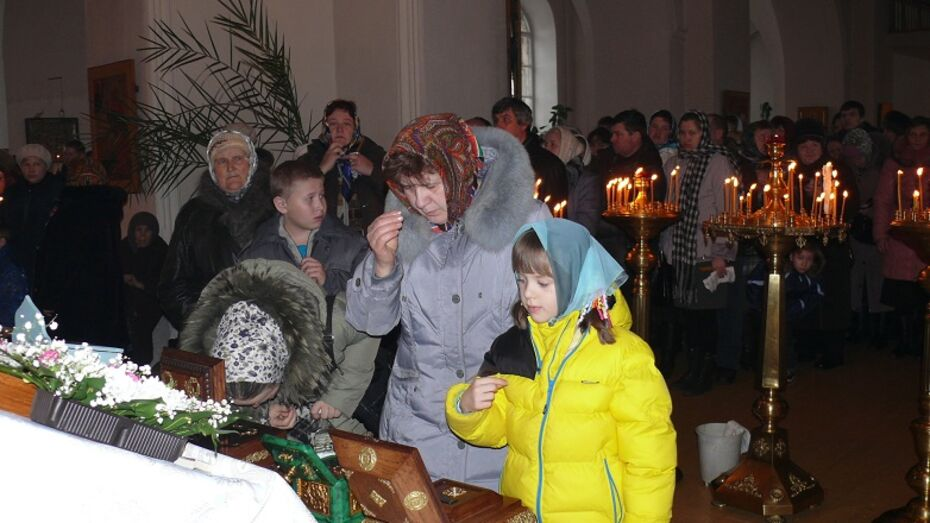 Жители Верхнемамонского района приложились к святыне