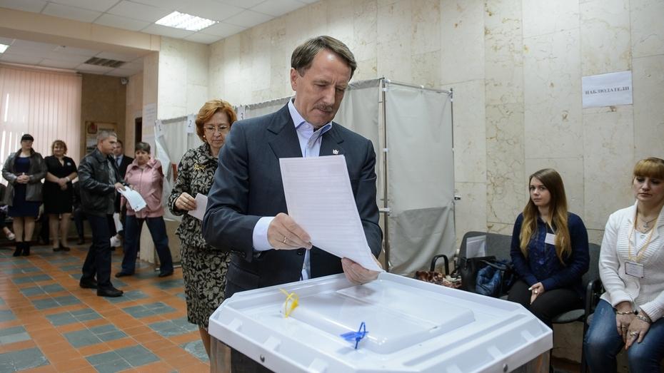 Воронежский губернатор проголосовал на выборах-2016