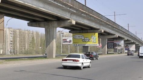 Реклама на Северном мосту размещена незаконно