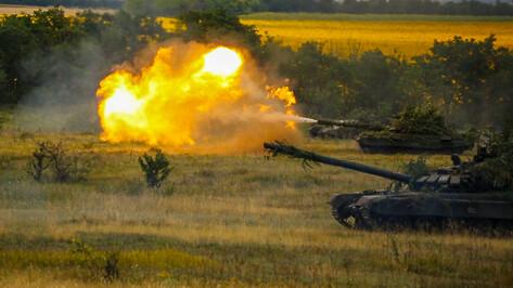 Учения танков и боевых машин пехоты в Воронежской области сняли на видео