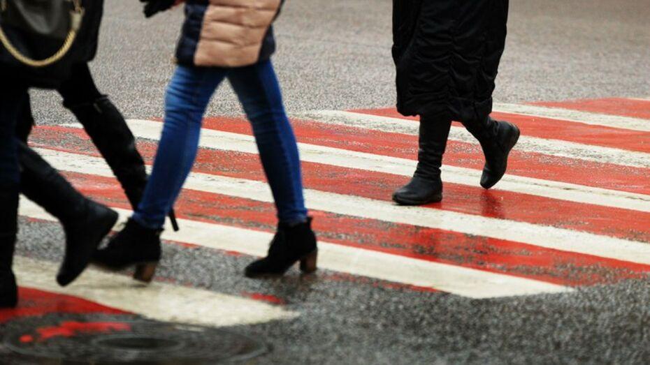 В Воронеже маршрутка сбила девушку на пешеходном переходе