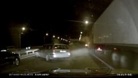 В сети появилось ВИДЕО аварии с 14 автомобилями в Воронежской области