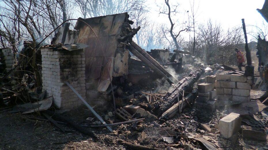 В Каменском районе из-за замыкания электропроводки сгорел нежилой дом