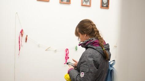 Воронежская художница показала школьных идолов и закрашенный букварь
