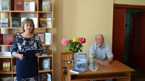 Верхнемамонский краевед презентовал свою книгу «Серебряная подкова»