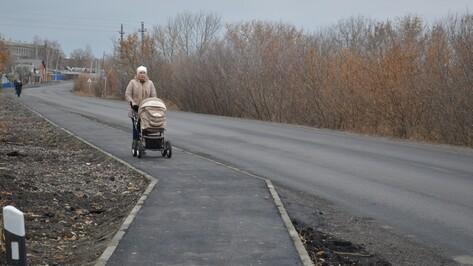 В подгоренском селе проложили тротуар и отремонтировали автодорогу