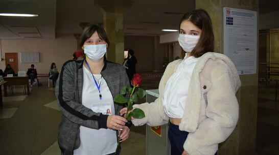 В Борисоглебске на избирательные участки пришли мама мировой оперной дивы и мастер спорта