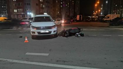 Подростки на скутере попали в аварию в микрорайоне Боровое в Воронеже