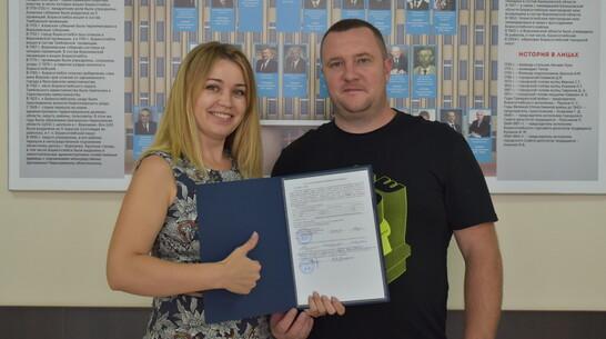 В Борисоглебске семья вынужденных переселенцев получила жилищный сертификат