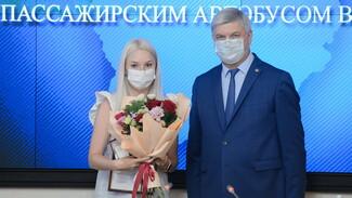 Губернатор Воронежской области наградил помогавших раненым в ЧП с автобусом
