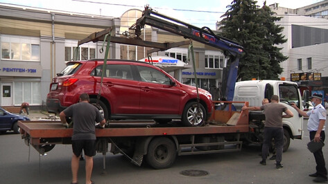 В Воронеже во время рейда эвакуировали 21 автомобиль, стоявший на месте для инвалидов