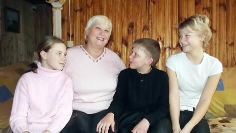 Терновские пенсионеры воспитывают троих приемных детей