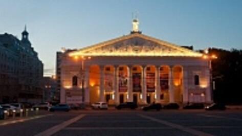 В фойе воронежского Театра оперы и балета будут идти спектакли