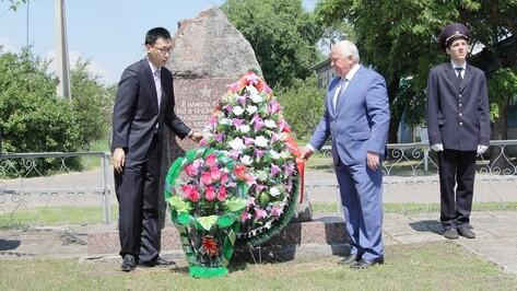 Китайцы посетили в Новохоперске захоронение 18 солдат-соотечественников