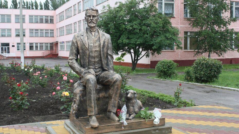 В райцентре Воронежской области открыли памятник Антону Чехову