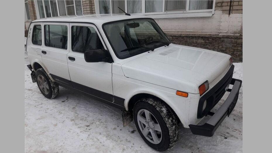 В Таловскую райбольницу поступил новый автомобиль «Нива»