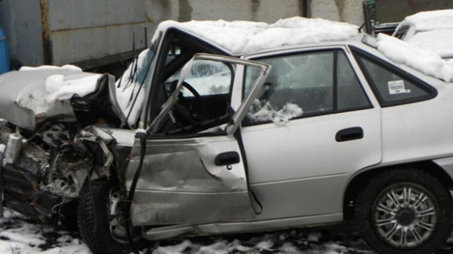 Восемь человек погибли на дорогах региона в выходные