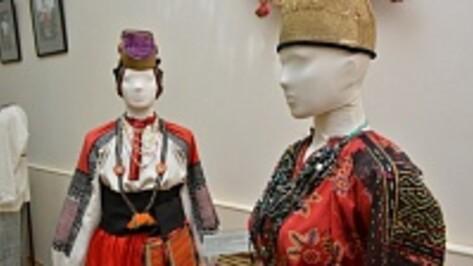 В Острогожском музее открылась выставка «Праздничный костюм Воронежской губернии»