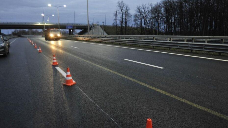 На трассе в Воронежской области при столкновении трех грузовиков погиб 61-летний мужчина