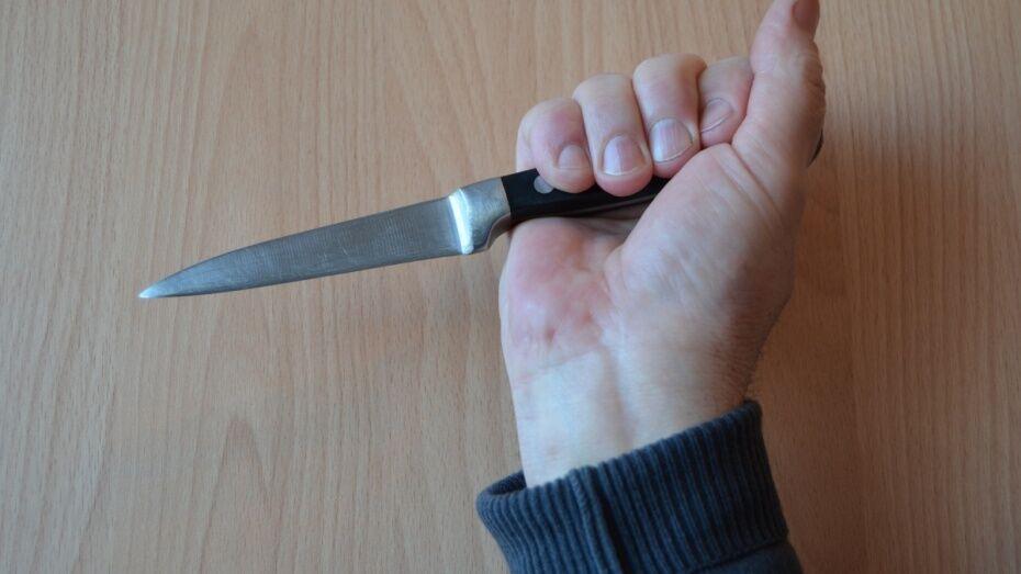 В Репьевском районе 60-летний сельчанин ударил знакомого ножом в грудь