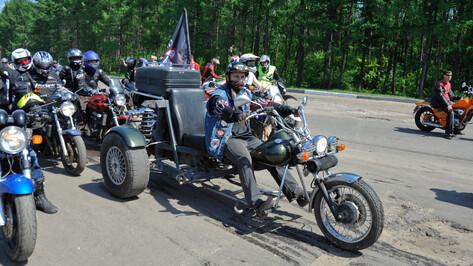 Полтысячи байкеров прокатились по Воронежу, открывая мотосезон