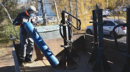В Россоши к разгрузке кислородных баллонов для ковид-больных привлекли добровольцев